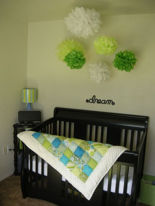 i like this quilt the person hand made it and the hanging paper rh pinterest com