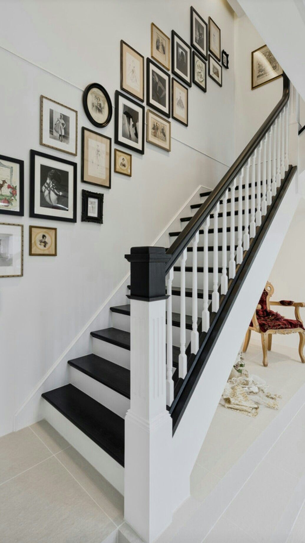 escalier peint blanc noir renov escalier pinterest escaliers peindre et noir. Black Bedroom Furniture Sets. Home Design Ideas