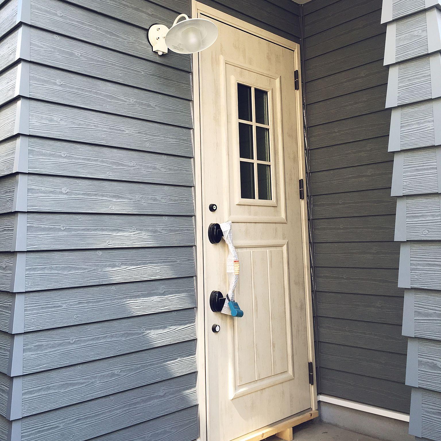 玄関 入り口 Lixil リクシルの玄関ドア 人感センサーライト アメリカン