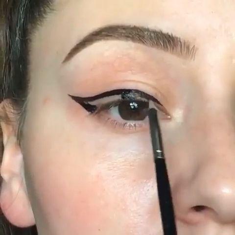 trolls en porcelana fria in 2020  makeup eyeliner winged