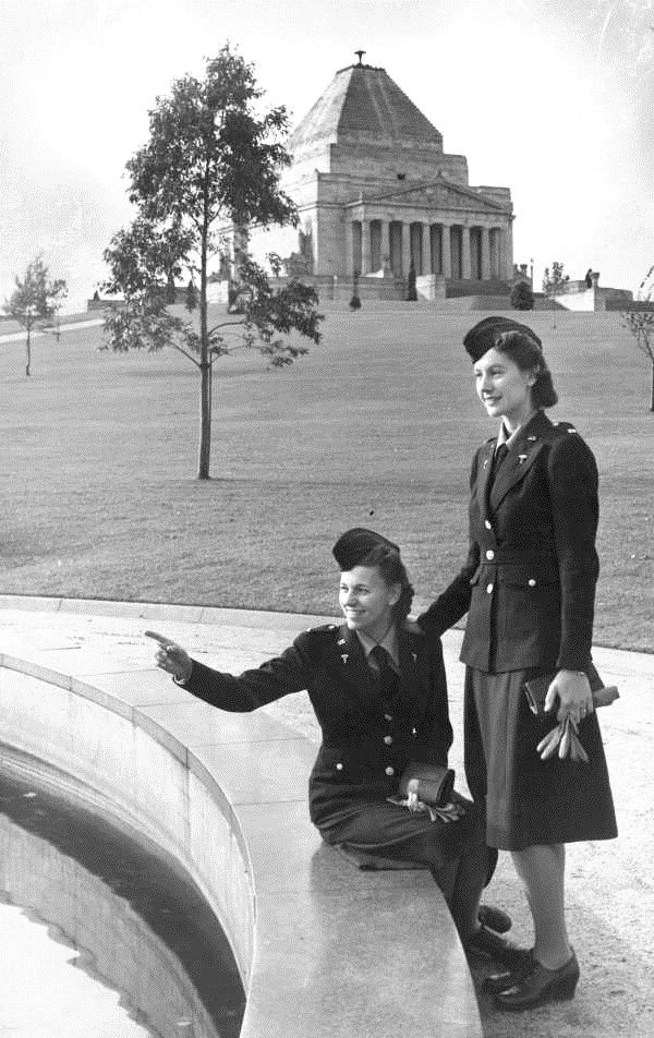 American Army nurses stationed in Melbourne during WWII