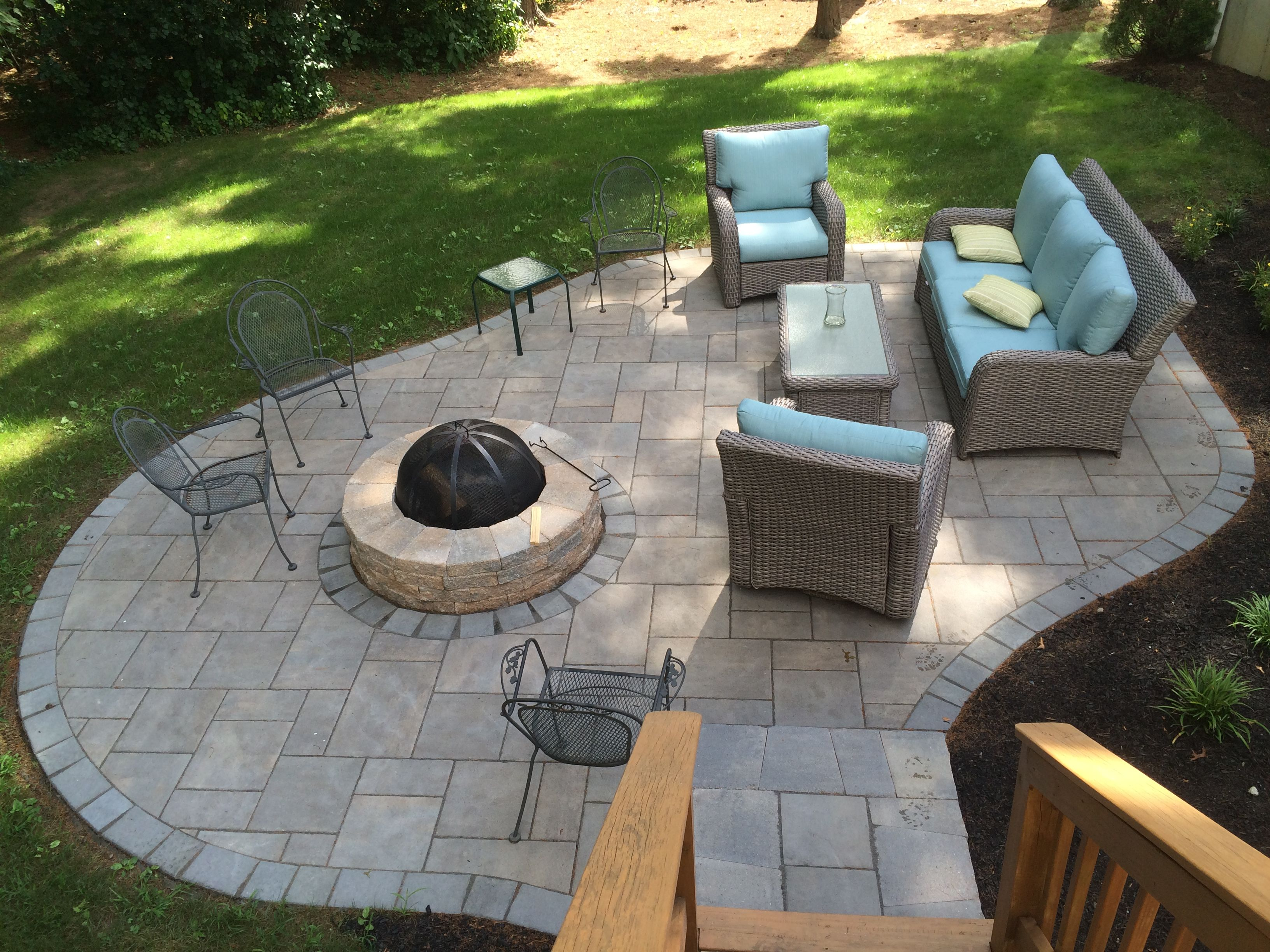 Patio out of Unilocku0027s Beacon Hill Flagstone