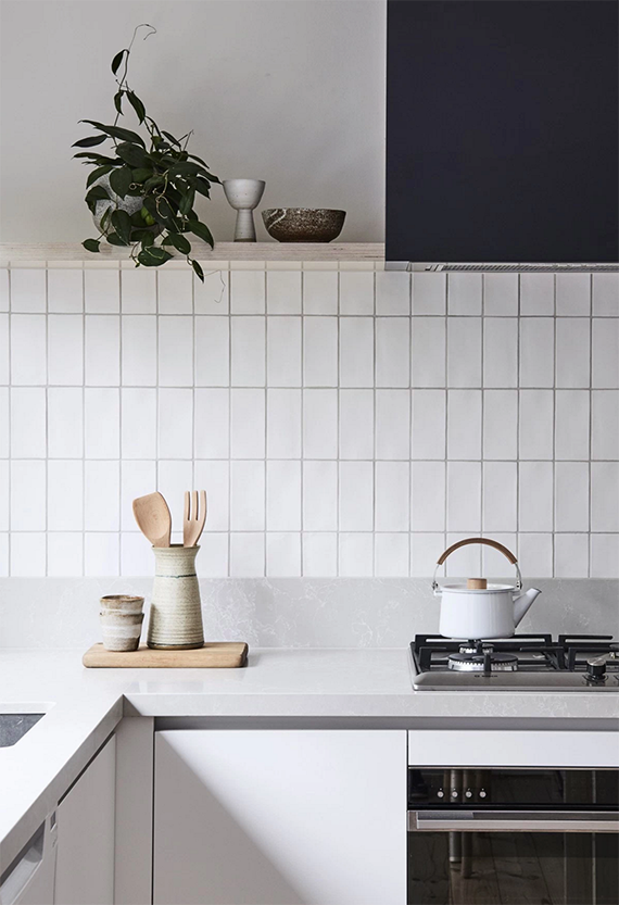 a cool way to lay subway tiles my paradissi homes and interiors rh pinterest com