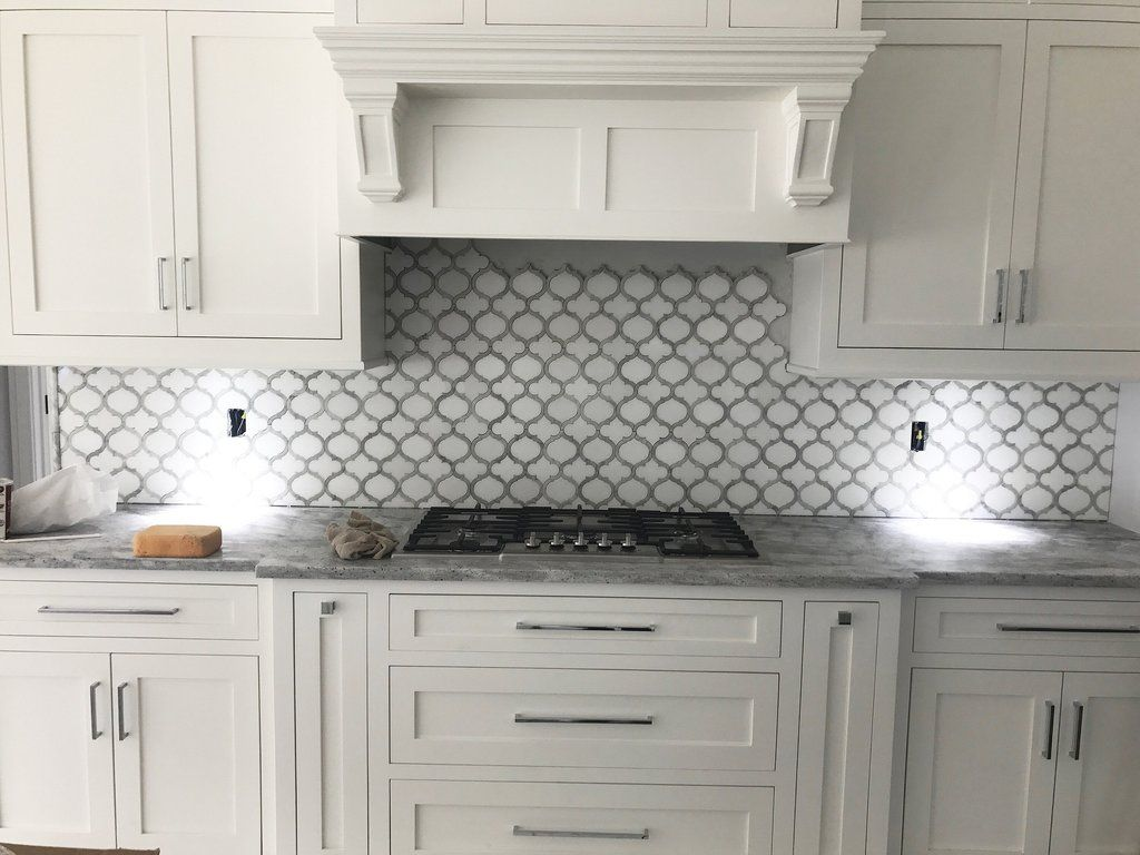 White Thassos And Carrara Marble Waterjet Mosaic Tile In Arabesque