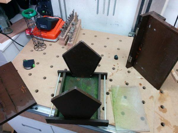 vogelfutterhaus selber bauen holzwerkerblog pinterest vogelfutterhaus selber bauen. Black Bedroom Furniture Sets. Home Design Ideas