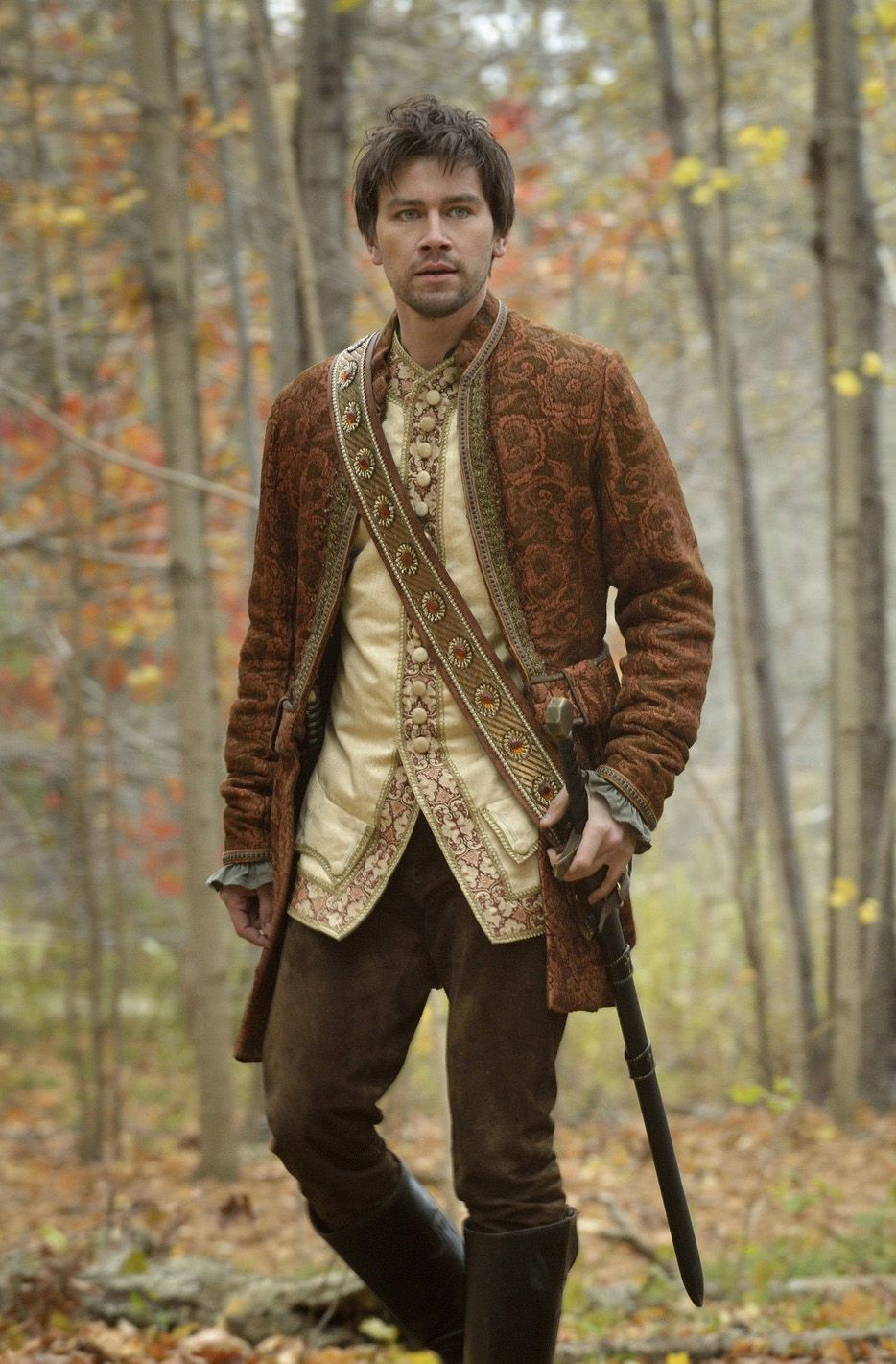 Reign Season 4 On Netflix: This Is Close To What I Throw On Whenever I Need To Run