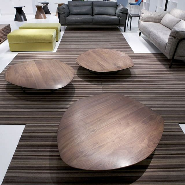 Table basse contemporaine en bois pebble by nathan for Tables basses contemporaines