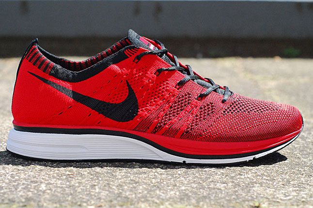 nike flyknit trainer gold red