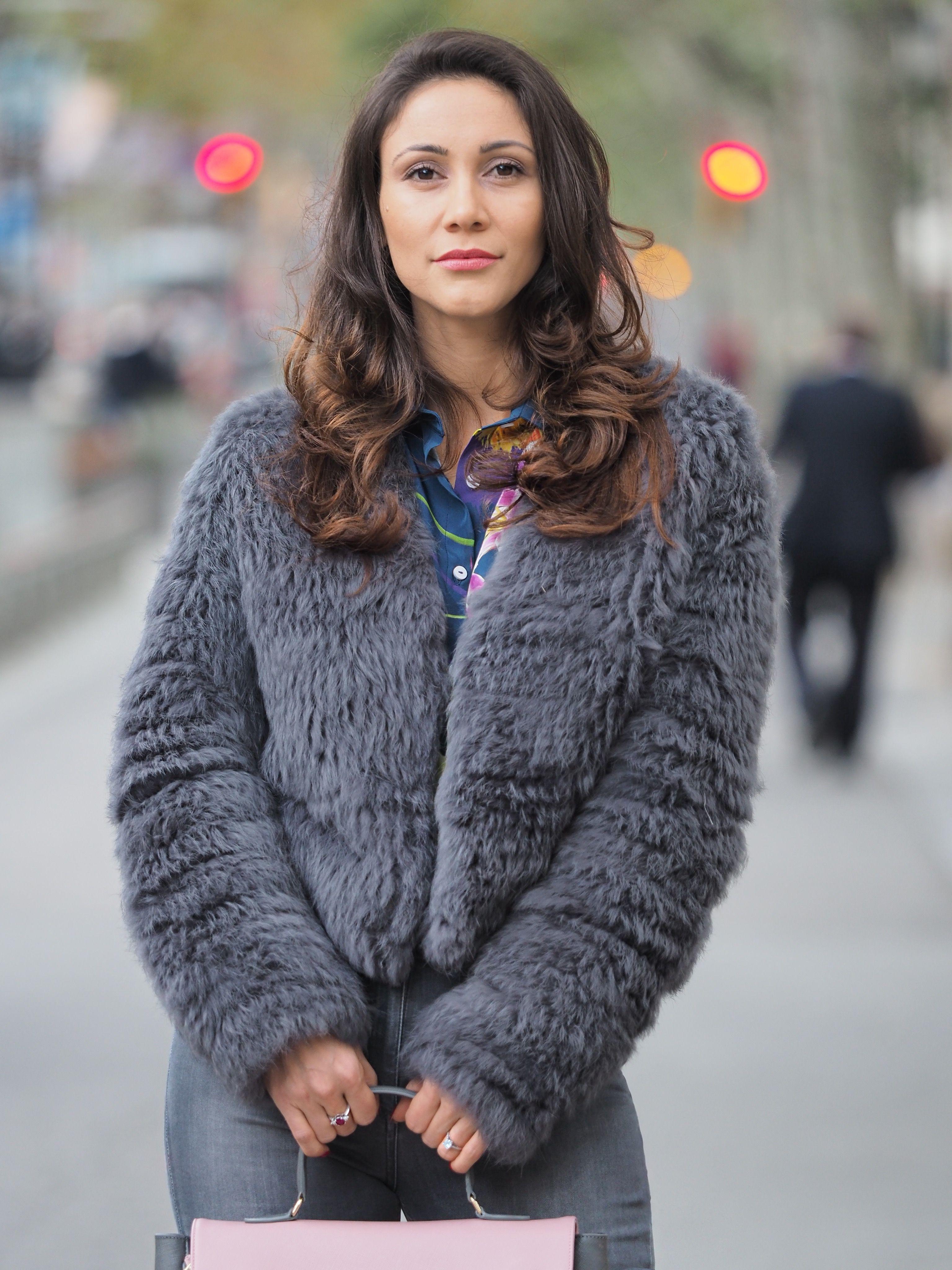 Abrigos tono gris