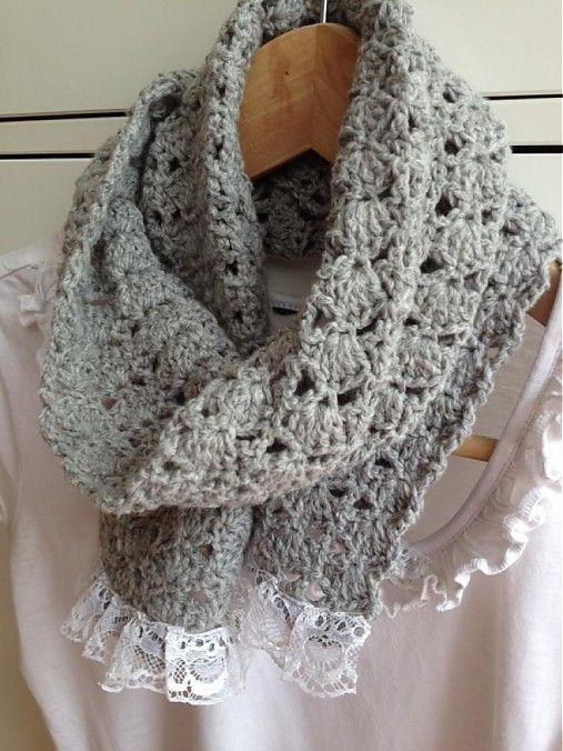 Crochet scarf with lace
