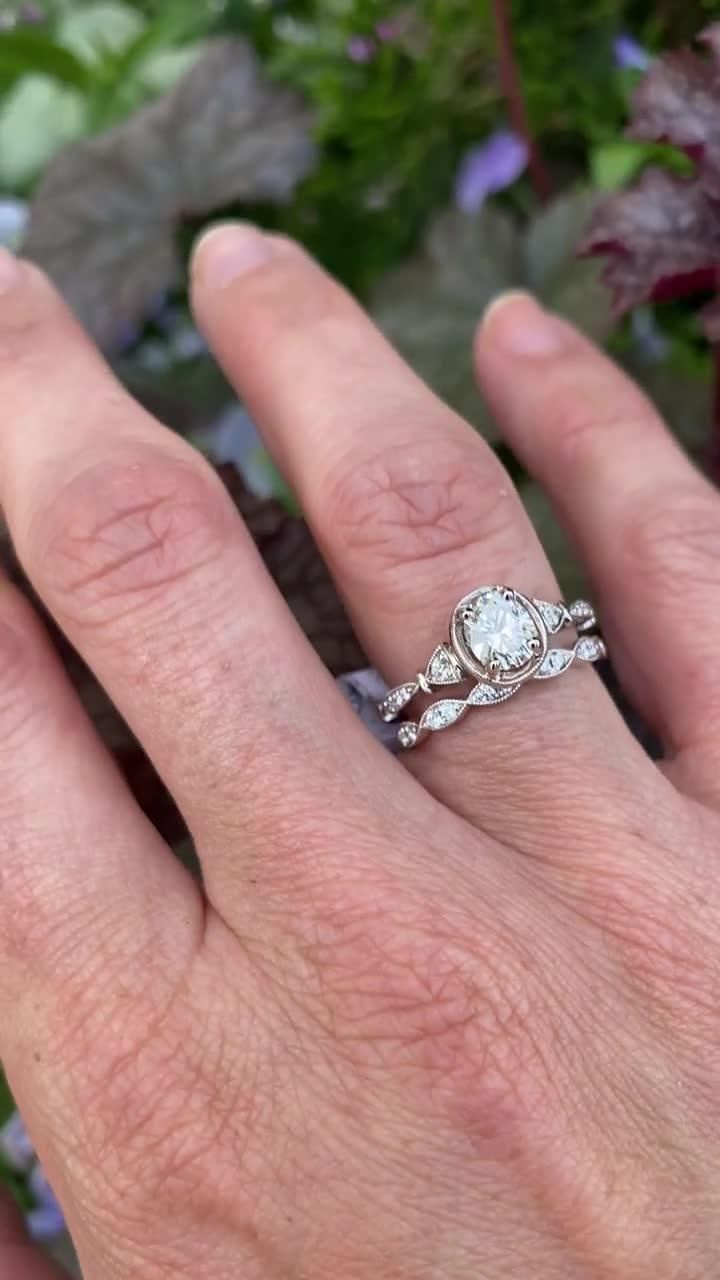 Isn't this Forevermark bridal set amazing?! We love ⁠its antique-inspired look and milgrain details!⁠ ⁠ This engagement ring features an amazing .73 carat diamond set in 18 karat white gold. Tag a bride-to-be who needs it!⁠ ⁠ #diamondengagementring #engagementring #weddingrings #engagementringideas #diamondring #engagementrings #ringinspiration #weddingband #weddingbands  ⁠#weddingband #weddingbands #whitegoldbridalset #whitegoldengagementring #vintageinspired #uniqueengagementring #baileybox