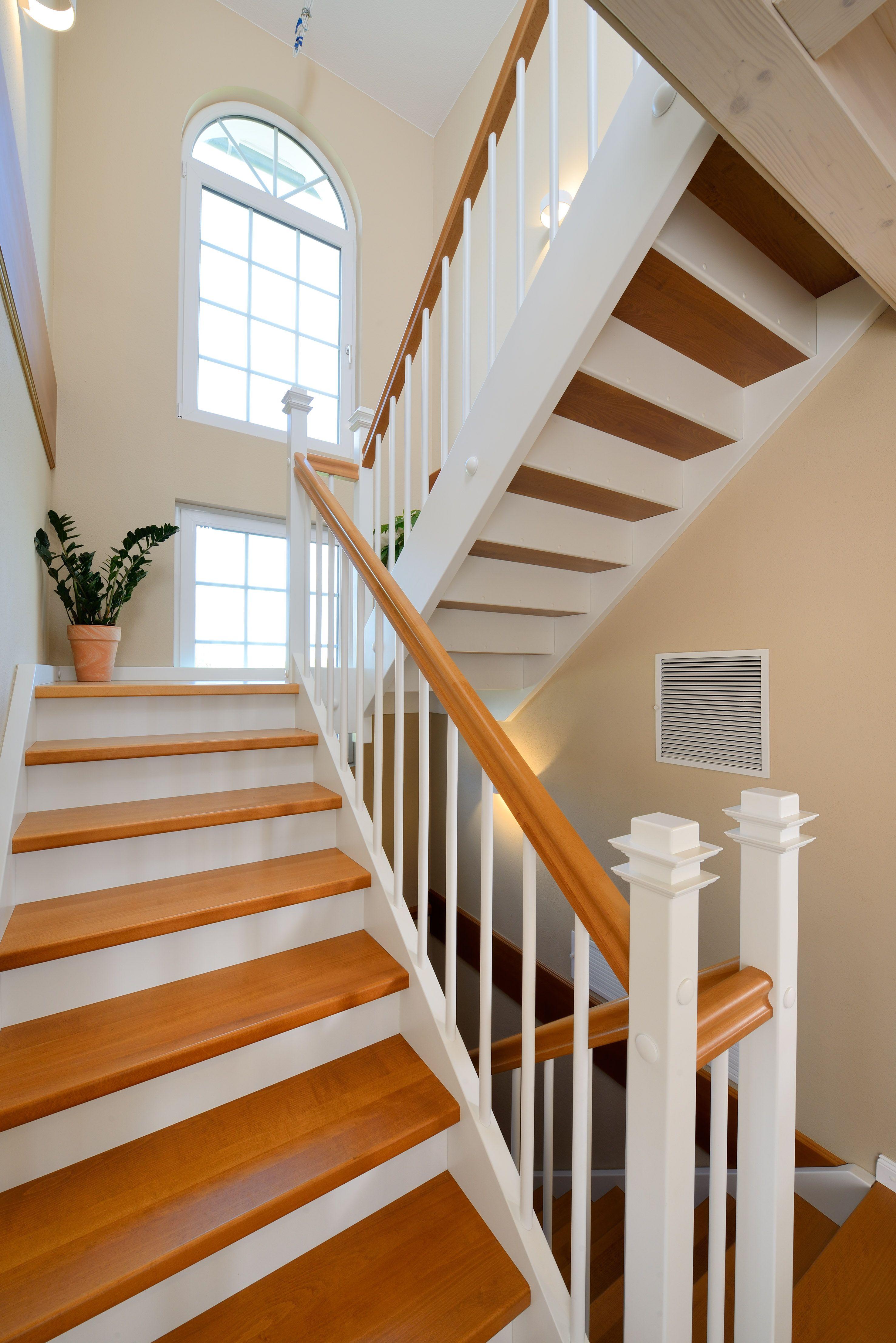treppe im landhaus stil haus winter fertighaus weiss treppen stairways pinterest. Black Bedroom Furniture Sets. Home Design Ideas