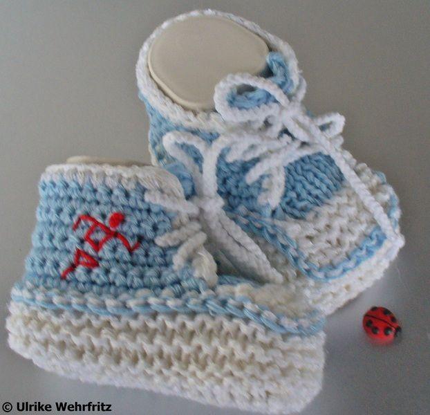 Diese Babyschühchen  sind für die Farbaktion JanuaReif in den Farben hellblau, weiß  +  max. 10 % rot hergestellt.     Es werden ja sehr viele Babysch