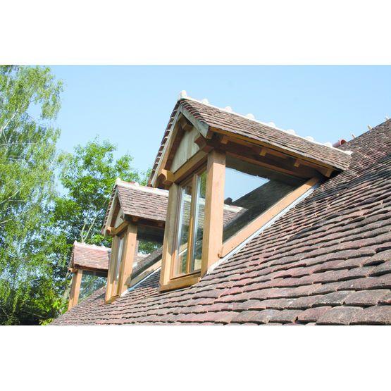 Lucarne vitrée sur trois côtés Attic, Architecture and Dormer roof