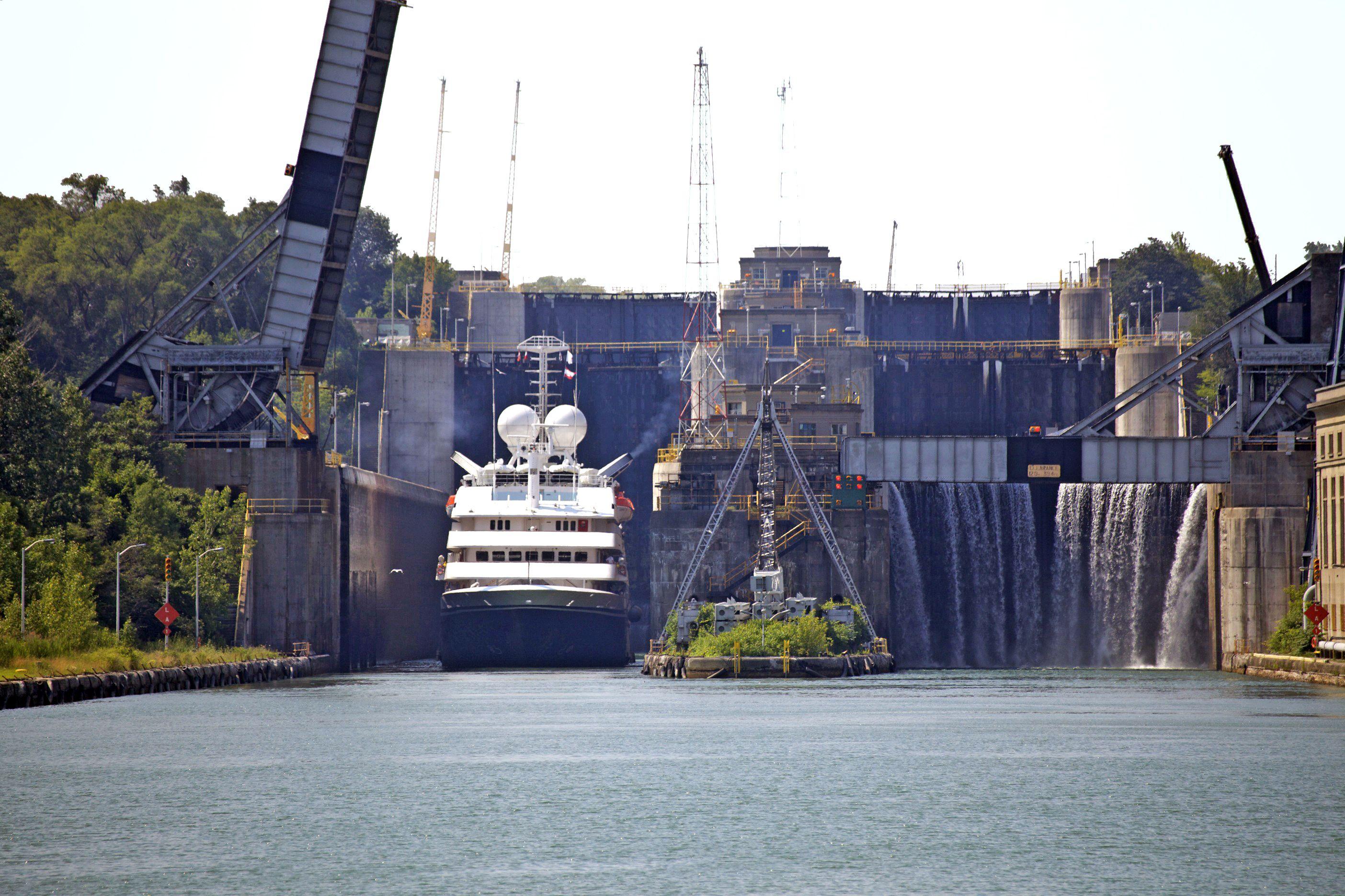 Risultati immagini per welland canal ontario lock 3 visitor centre