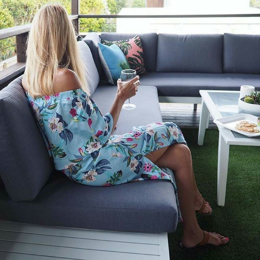 Outdoor entertaining - picture perfect with @desparatelyseekingsuzy Ft. Maldives Outdoor Corner Lounge with matching Coffee Table