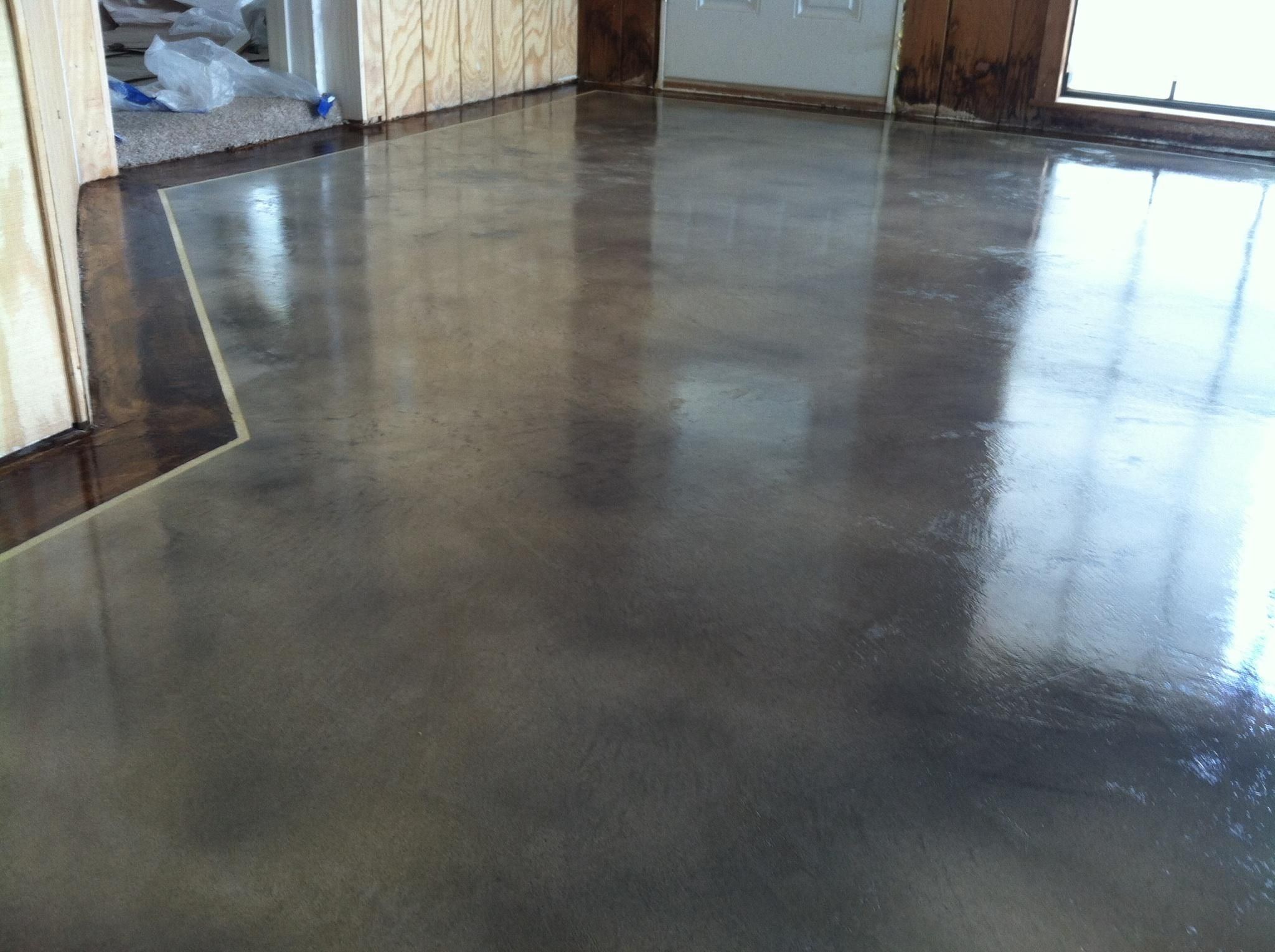 Interior concrete staining with border by solid for Indoor cement flooring