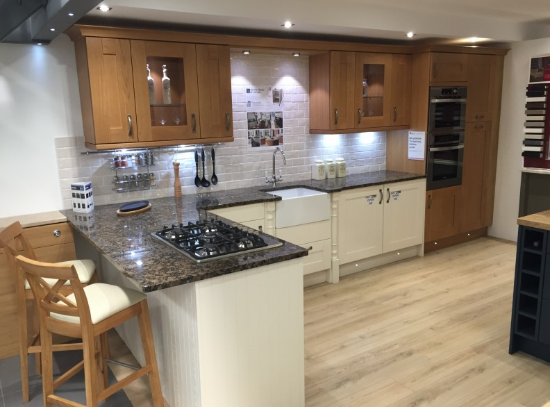 oak and painted ex display l shaped kitchen with granite and rh pinterest com