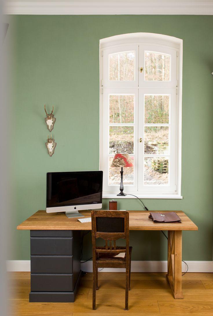 Arbeitszimmer In Einem Warmen Grun Grau Ton Ginkgo Da Kann Man Sich Doch Super Konzentrieren Oder Wandfarbe Grun Wohnzimmerfarbe Schoner Wohnen Wandfarbe