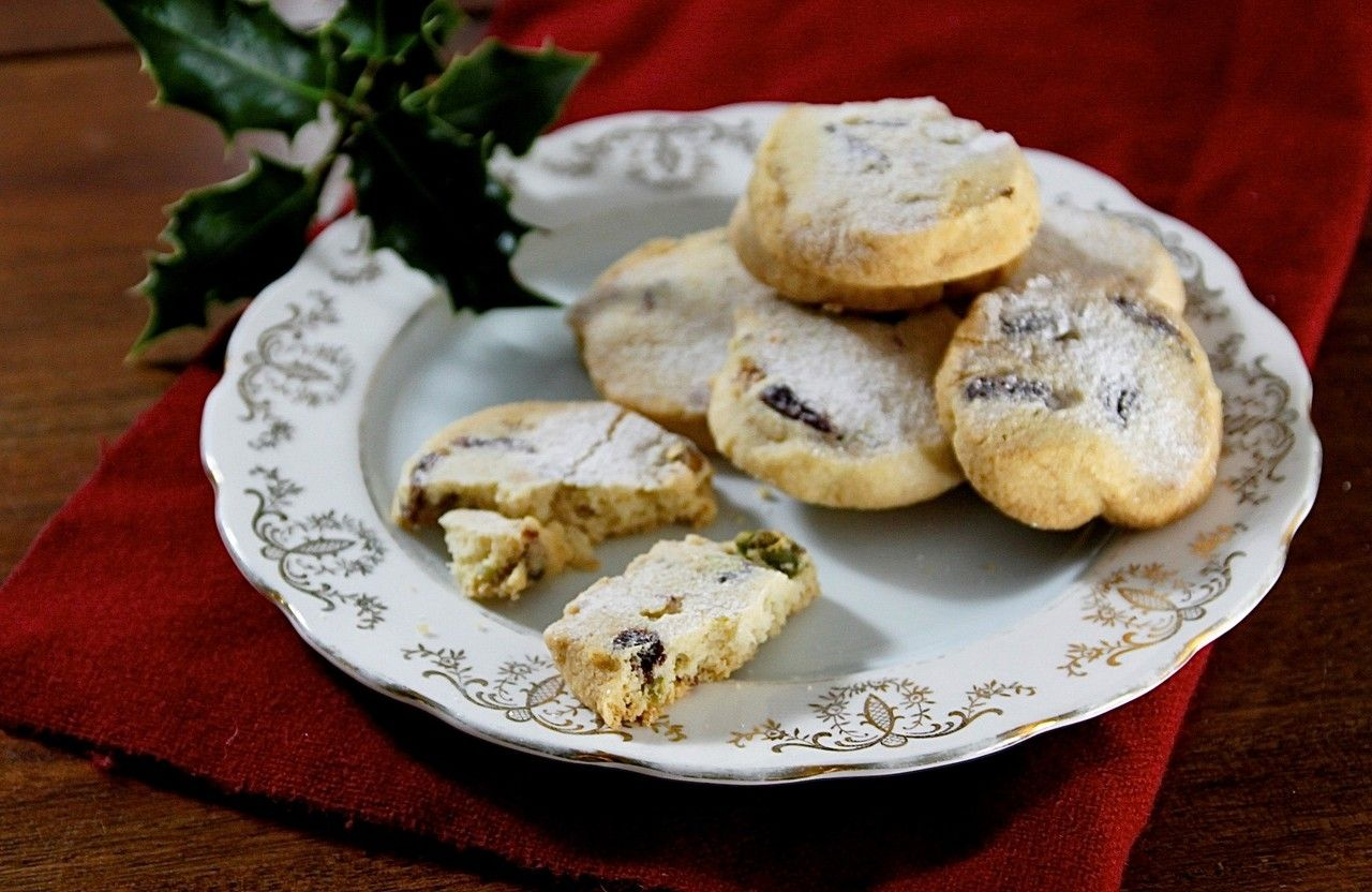 No Christmas is complete without shortbread!  Start a new family tradition in your downtime between Christmas and New Year by baking these amazing festive shortbread biscuits the whole family will love.