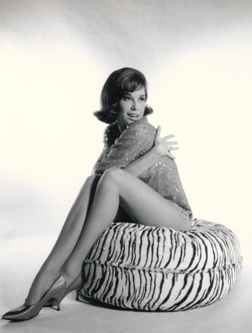 Mary Tyler Moore looking gorgeously leggy in the early 1960's