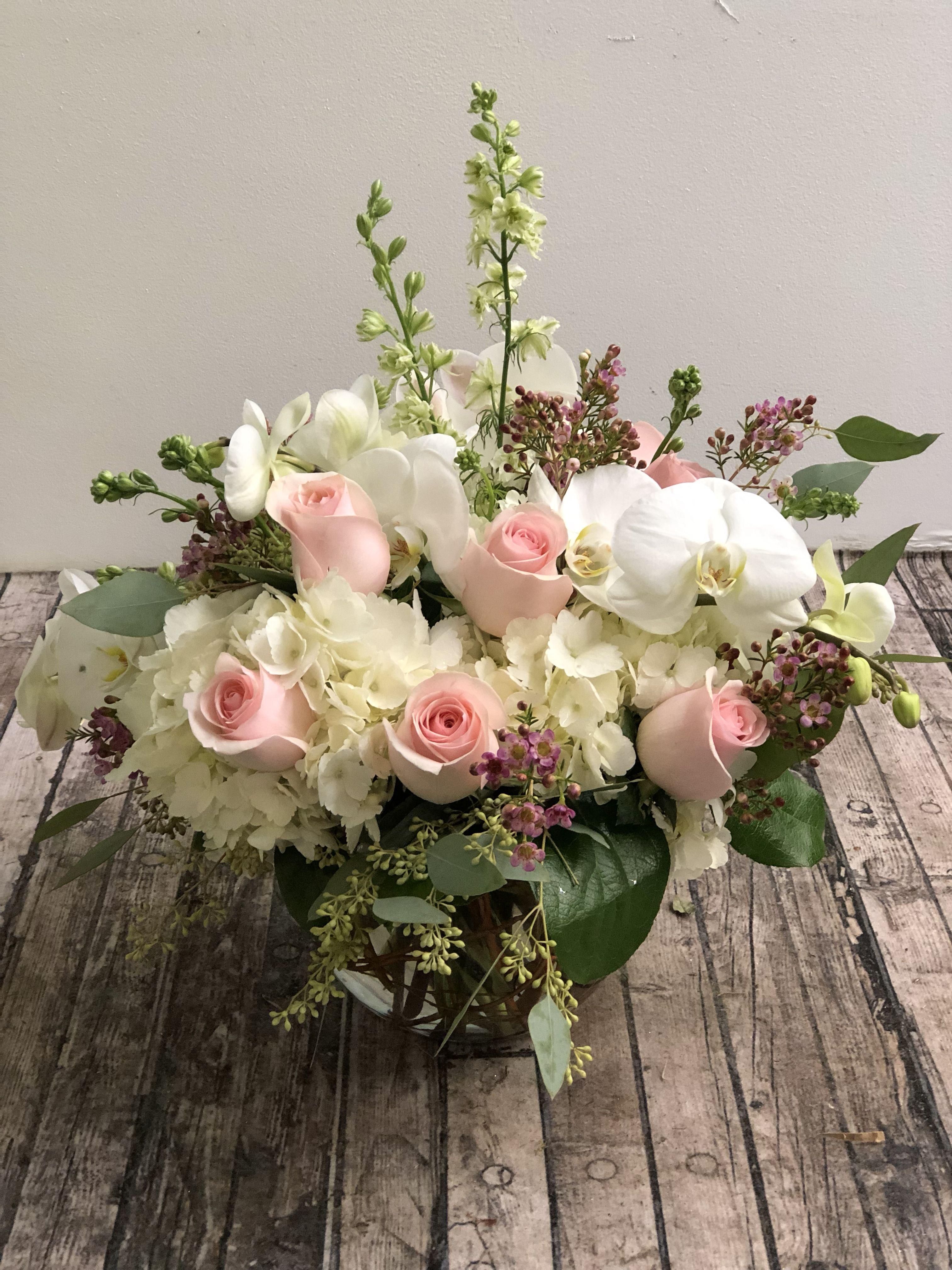 Orchid And Rose Arrangement Rose Arrangements Flower Arrangements Flower Delivery