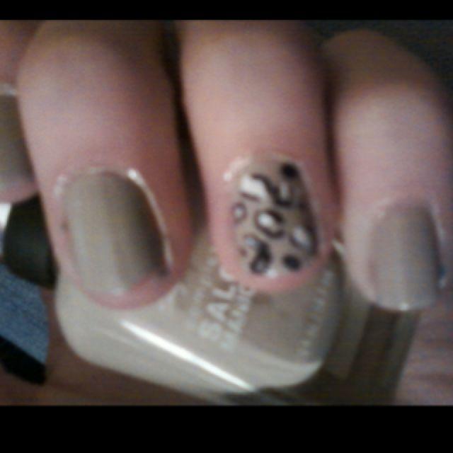 Cheetah nails:)