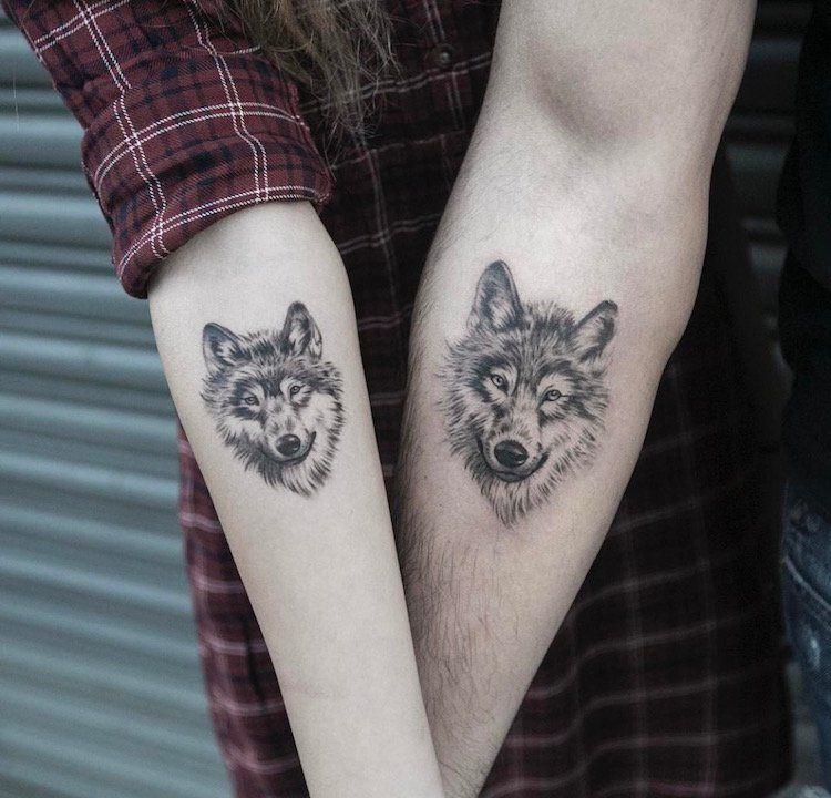 tatouage loup femme connotations et 40 id es sur les emplacements et les dessins tatouages. Black Bedroom Furniture Sets. Home Design Ideas