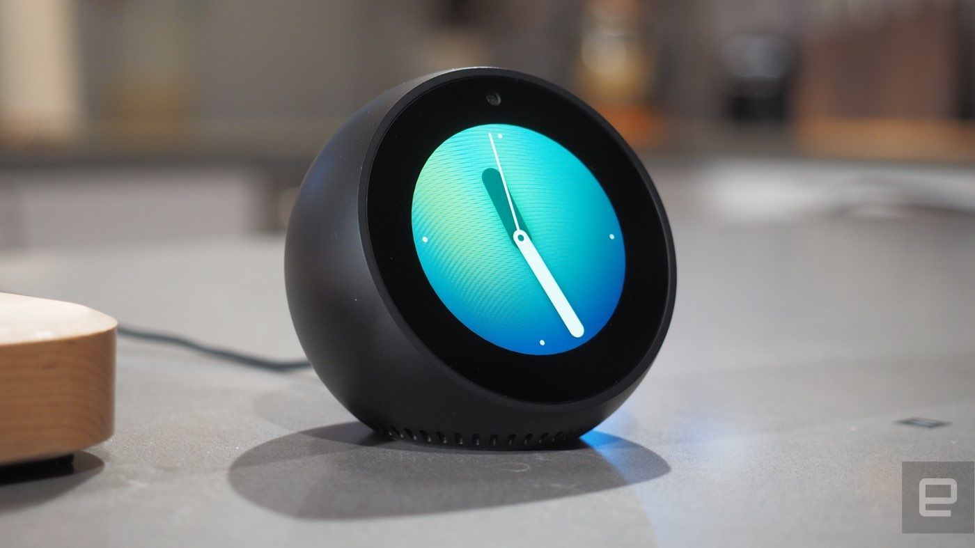 amazon echo spot kleines display viele features. Black Bedroom Furniture Sets. Home Design Ideas