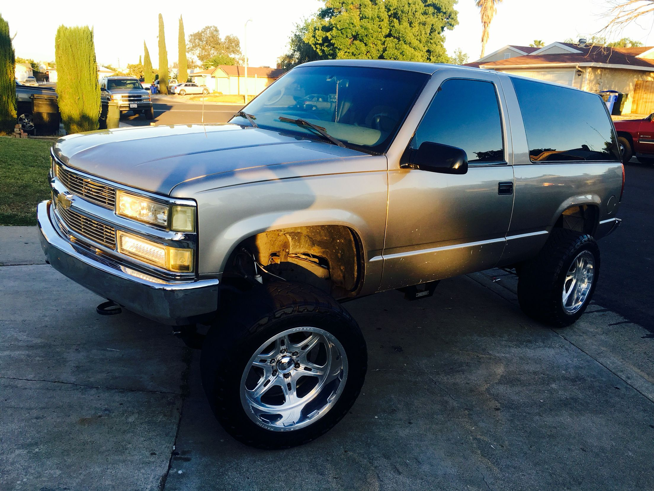 Lifted 2 Door Tahoe 99 On 20x12 Welds Chevy Tahoe Chevrolet Trucks 2 Door Tahoe