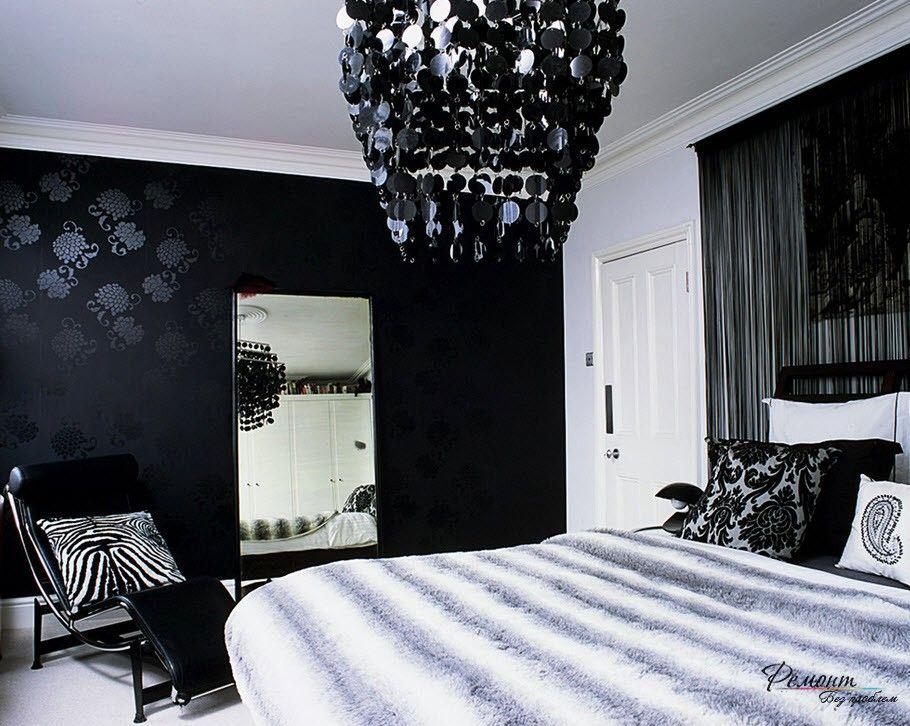 Black Wallpaper with black accent wall black