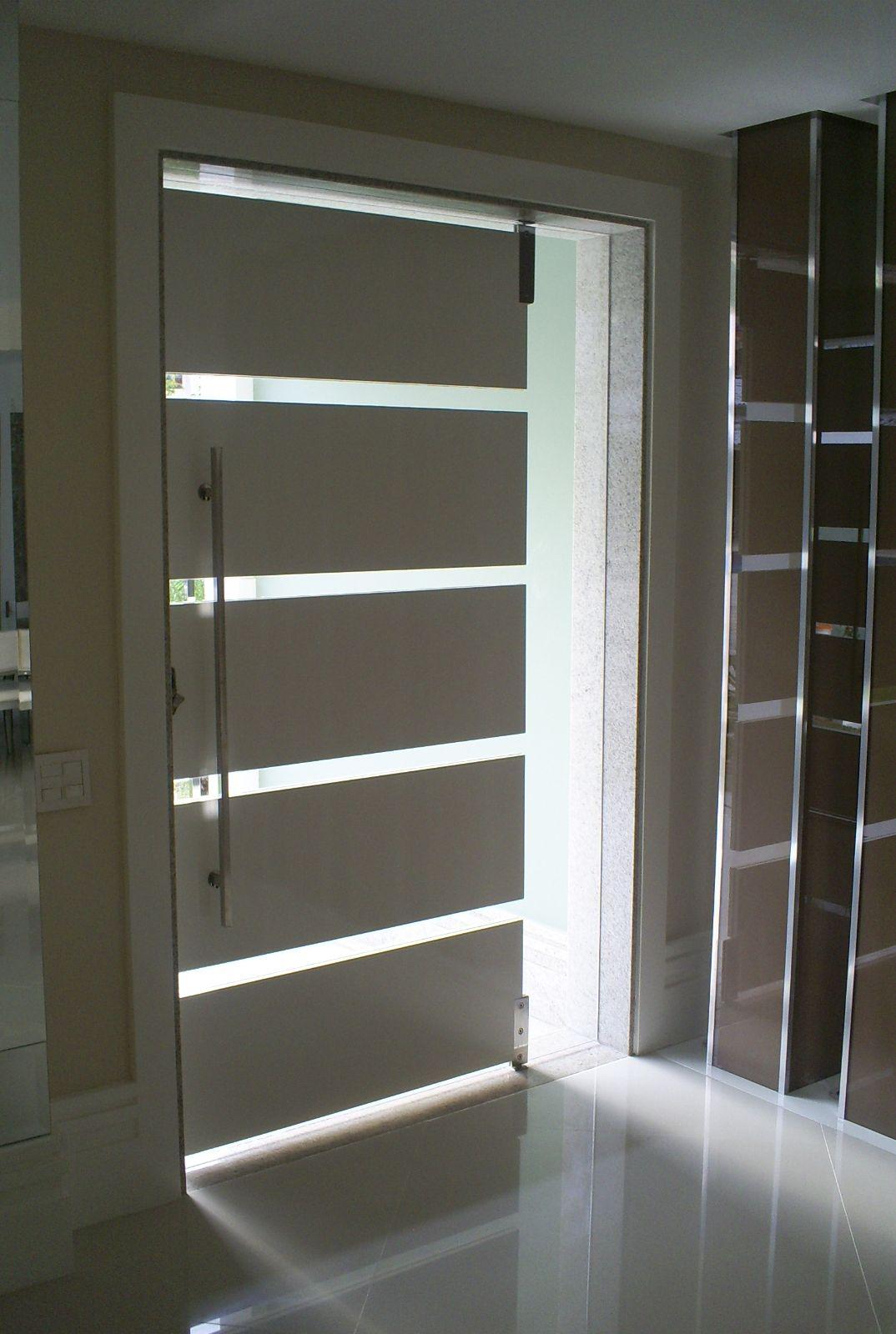 Porta moderna para sua casa puertas de hierro seguridad for Puertas de entrada de casas modernas