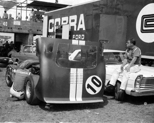 1965 sebring 12h paddock ken miles with the ford gt 40 nr10 rh pinterest com