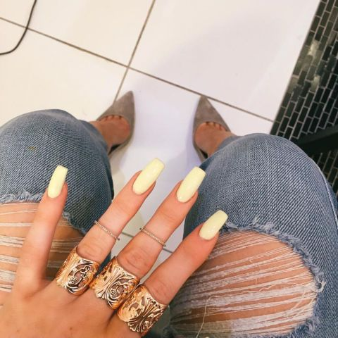 How to Plug Beauty Products Like a Kardashian is part of Natural nails White Nailart - Enter the Instagram Khole