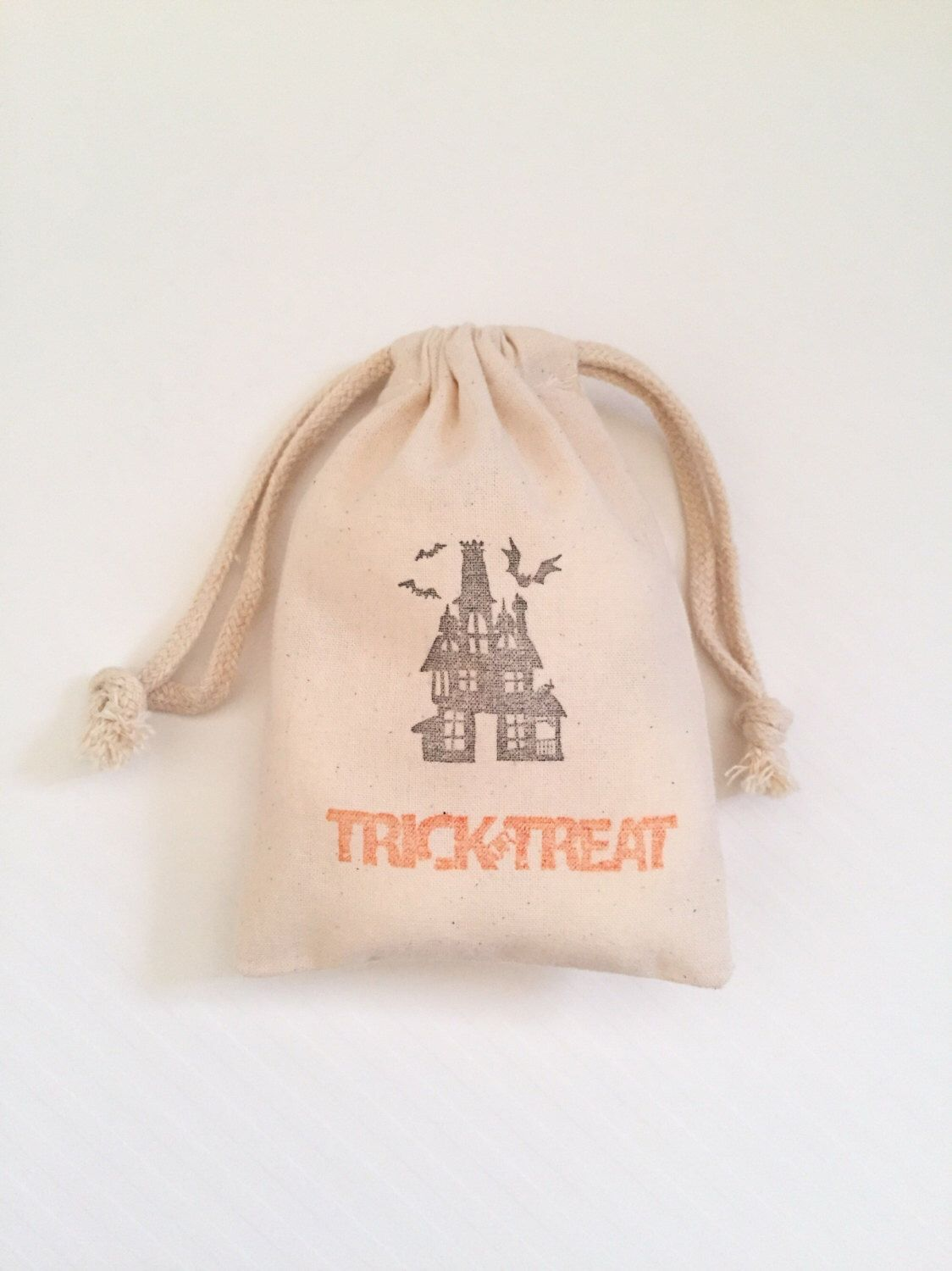 10 Trick or Treat Favors - Halloween Favor Bags - Halloween Party Bags - Halloween Party Favors - Trick or Treat Bags - Halloween Favors by FlowsFavors on Etsy https://www.etsy.com/listing/483186629/10-trick-or-treat-favors-halloween-favor