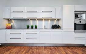 Resultado de imagen de cocinas modernas blancas y grises
