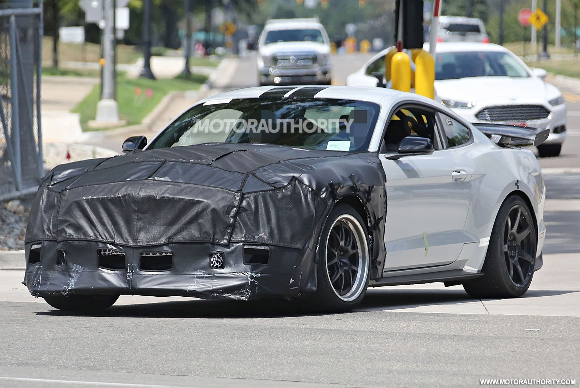 the spy shots 2019 ford mustang svt gt 500 exterior 2018 2019 new rh pinterest com