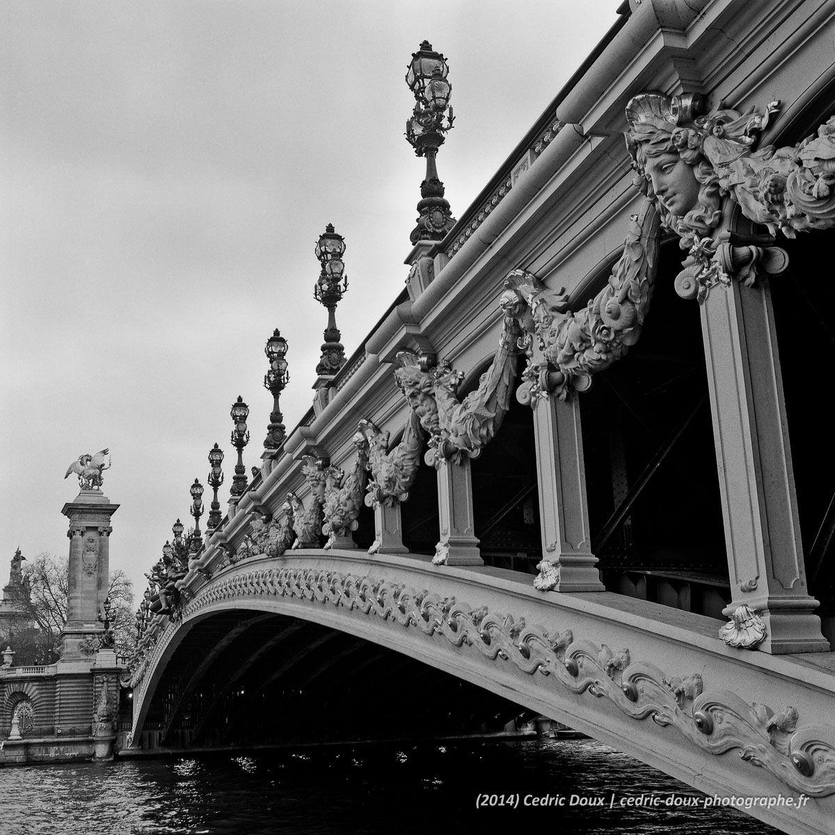 photographie d 39 art en noir et blanc du pont alexandre iii paris format carr photo. Black Bedroom Furniture Sets. Home Design Ideas