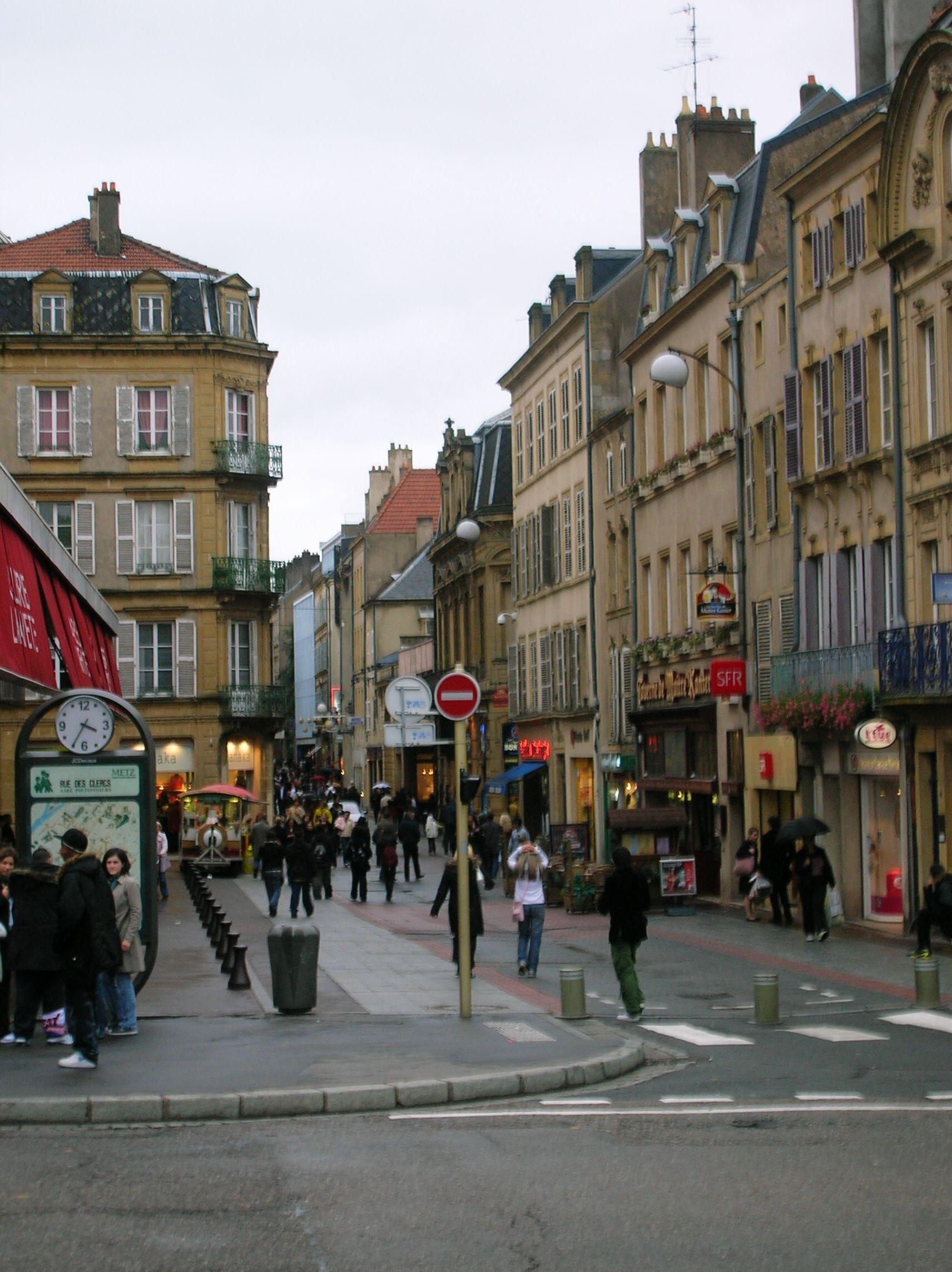 Vers le centre ville de Metz, France Metz france, France