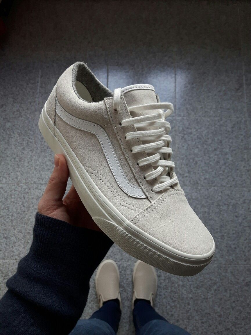 Crisp Whites: The Smooth Leather Old Skool Zip DX. Vans