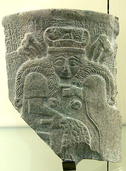 Nisaba, was the Sumerian[1] goddess of writing, learning, and the harvest.. Her sanctuaries were E-zagin at Eresh and at Umma. Un frammento che rappresenta la dea Nisaba/Nidaba con un'iscrizione di Entemena re di Lagaš (2450 a.C.)