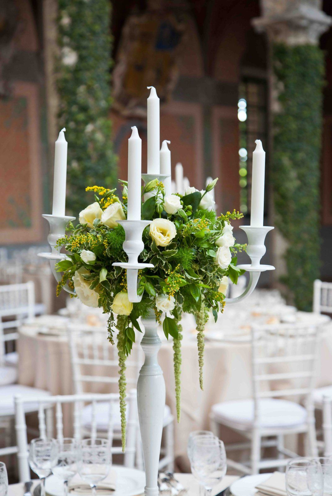 pinterest wedding table decorations candles%0A Kandelaar Bloemen Centerpiece    CenterpiecesWedding