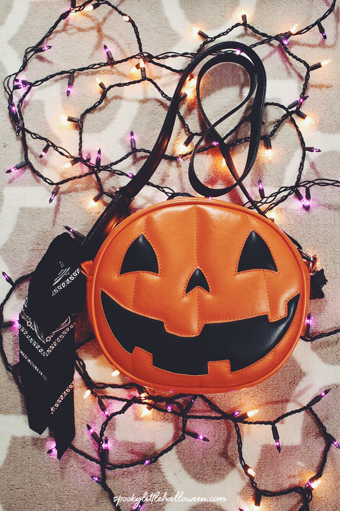 Ever wonder what's inside a Halloween blogger's purse in October?