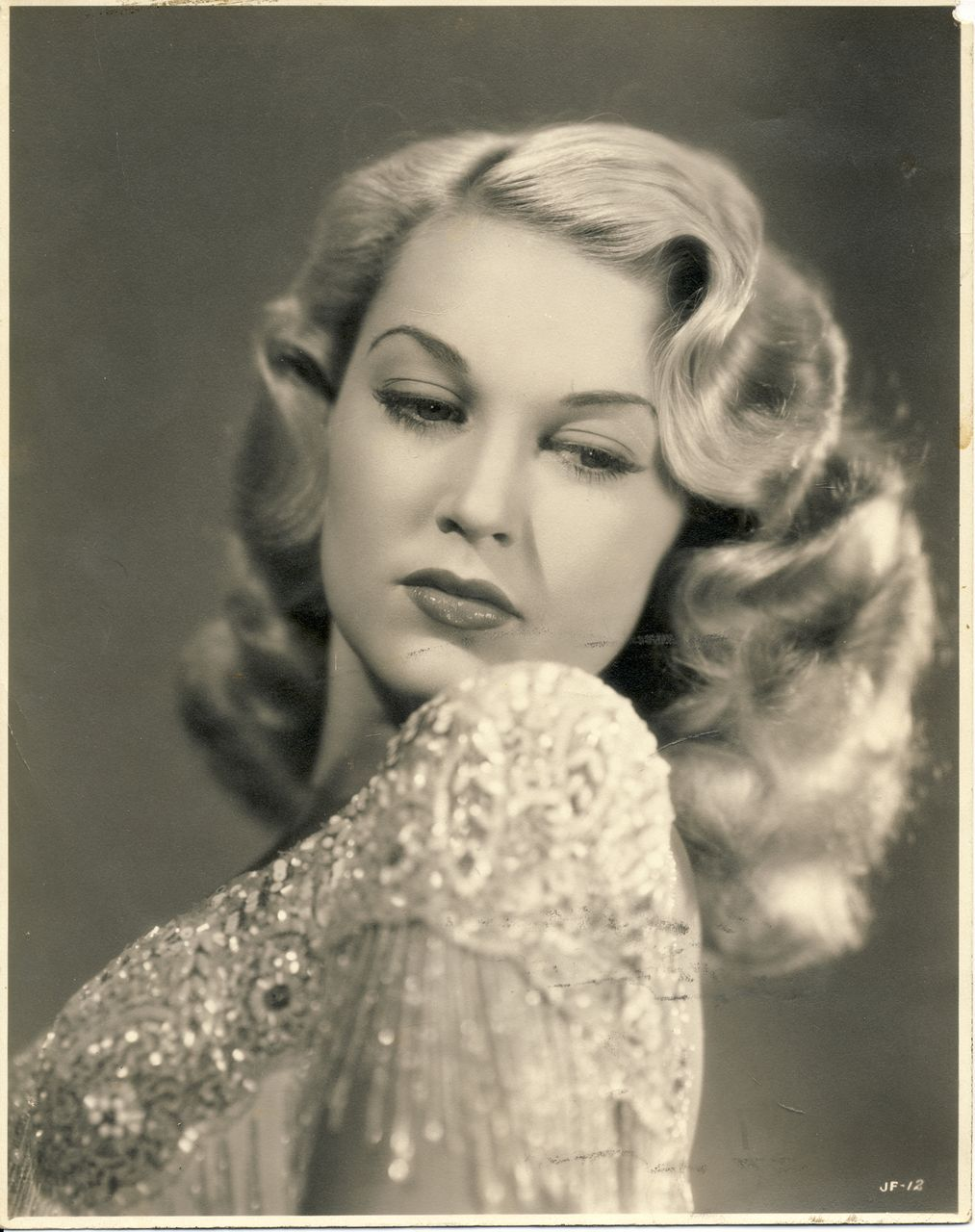 unknown 1940's blonde bombshell