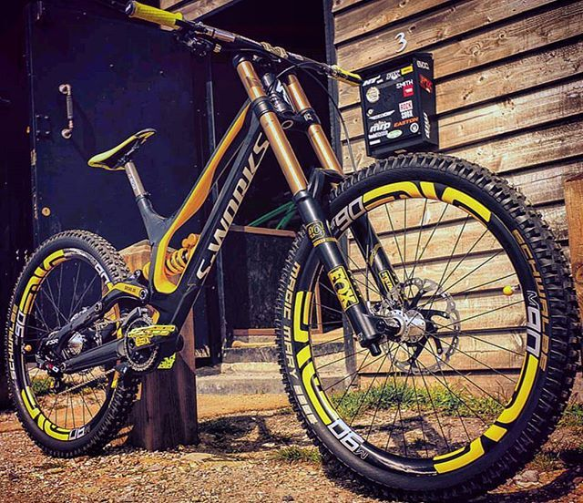Insane Custom Specialized Demo 8 Ii By Brink Uk With Ohlins Shock