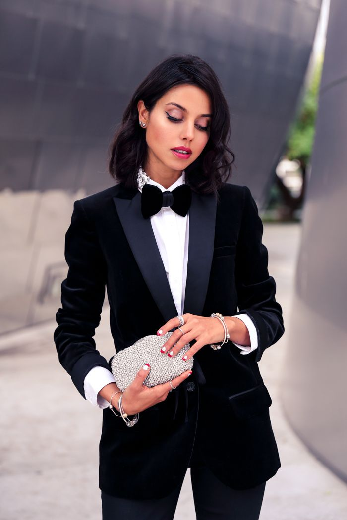 Who Said Tuxedo S Were Only For Men Look Gorgeous In This Classic Black And White Outfit For Any Occasion This Holid Tuxedo Women Cute Christmas Outfits Style