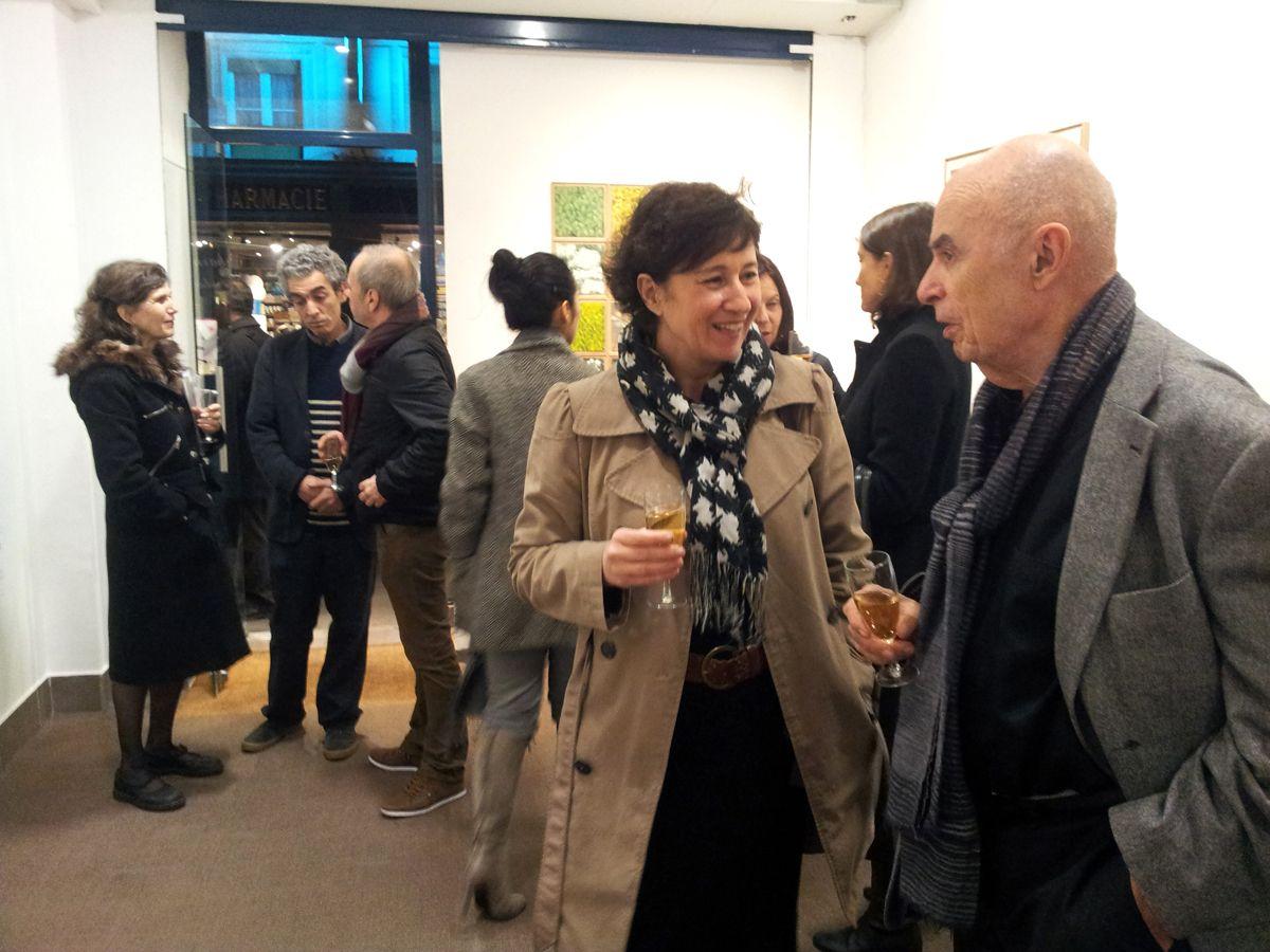 """Le soir du vernissage de l'exposition """"Between Time & Time"""" de Benyounès Semtati. Michèle Iznardo, l'artiste de la galerie VivoEquidem. 17 janvier 2012, Paris"""