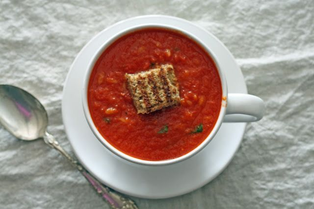 Skinnyluscious: Tomato basil soup with grilled cheese croutons