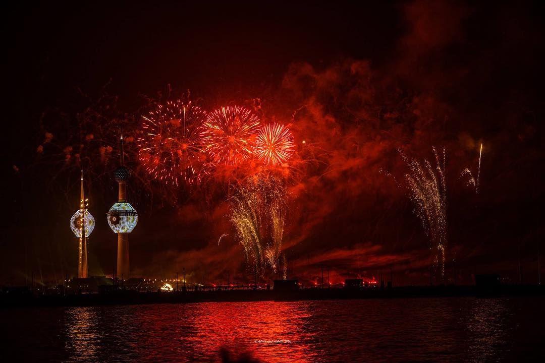 Kuwaitnews كويت نيوز On Instagram الكويت الألعاب النارية الجزء باحتفال كويت العطاء بمناسبة الاعياد الوطنية وافتتاح Instagram Posts Instagram Celestial