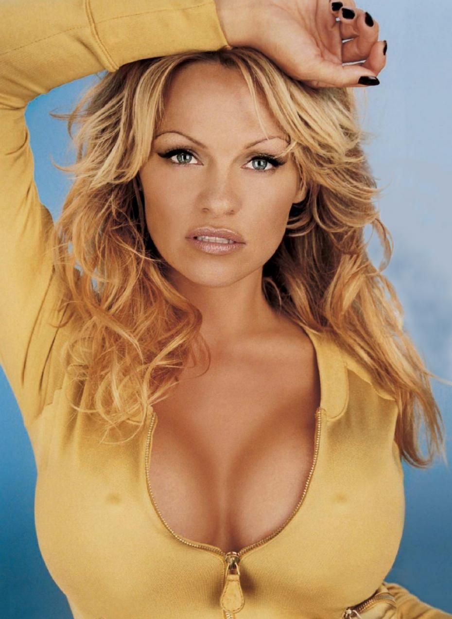 She seems to get better looking as she gets older. Paméla Anderson : Pamela Anderson, une icone sexy. | meltyBuzz